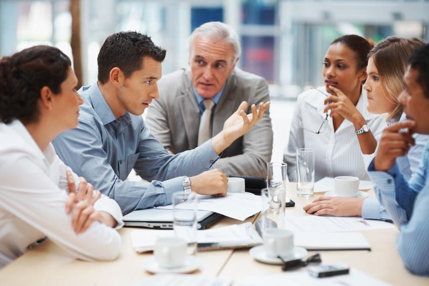 Manageur de proximité : laissé-pour-compte ou cheville ouvrière des  organisations hybridées?